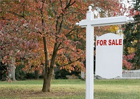 Experts Predict Mortgage Rates Will Remain Low All Year