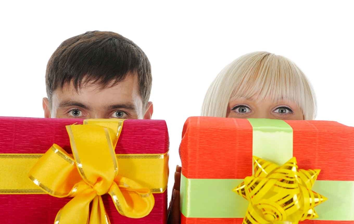 The Holiday Spending Gender Gap: Men Opt for Credit Cards