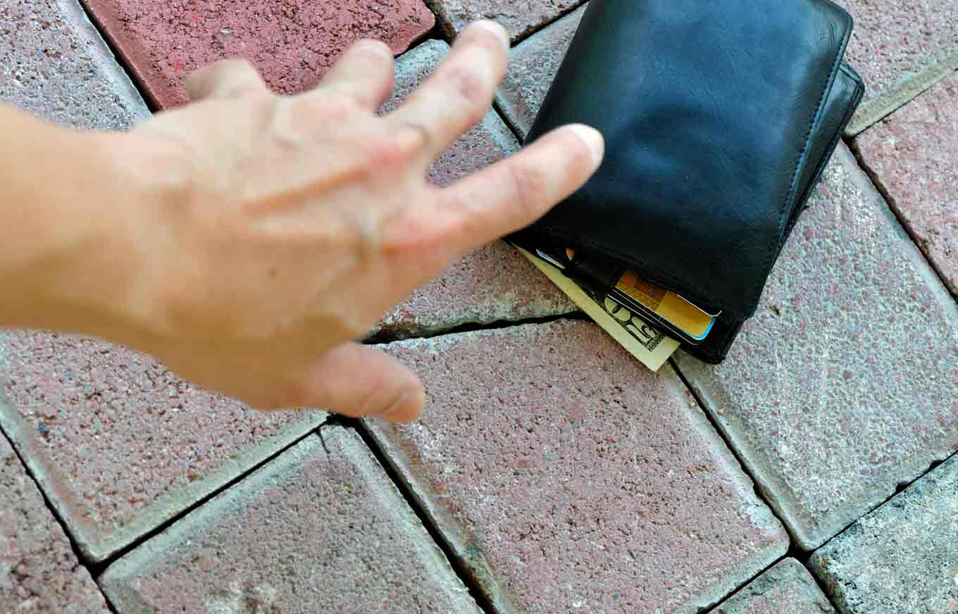 Will a Lost or Stolen Credit Card Hurt Your Credit Scores? | Credit.com