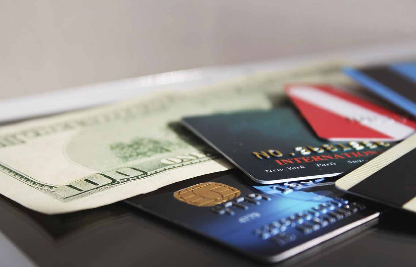 Why Maxing Out a Credit Card Hurts Your Credit | Credit.com