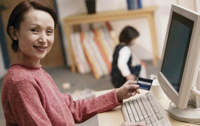 How to Pick a Credit Card That Will Help Your Credit
