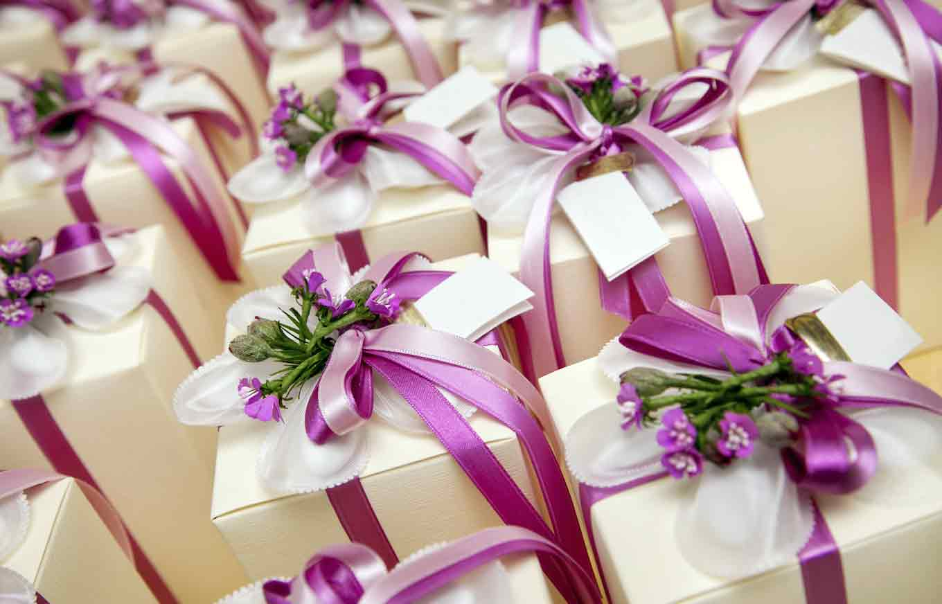 How Much Do People Really Spend On Wedding Gifts Credit
