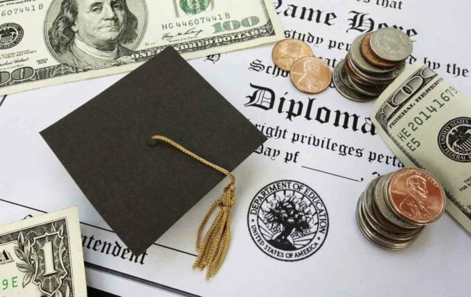 Can I Consolidate Federal and Private Student Loans Together?