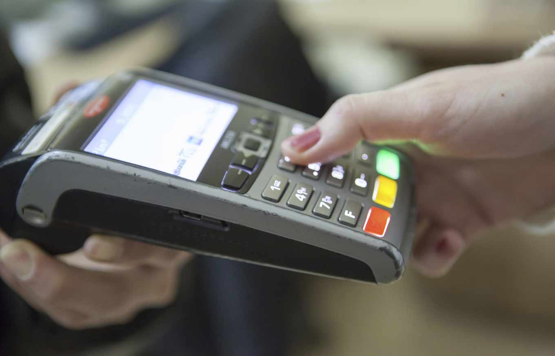 What Happens If I Swipe My Debit Card as \'Credit\'? | Credit.com