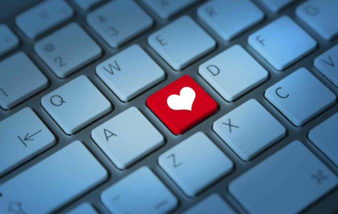 4 Ways to Avoid Online Dating Scams