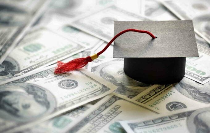 What's the Difference Between Student Loan Interest Rate & APR?