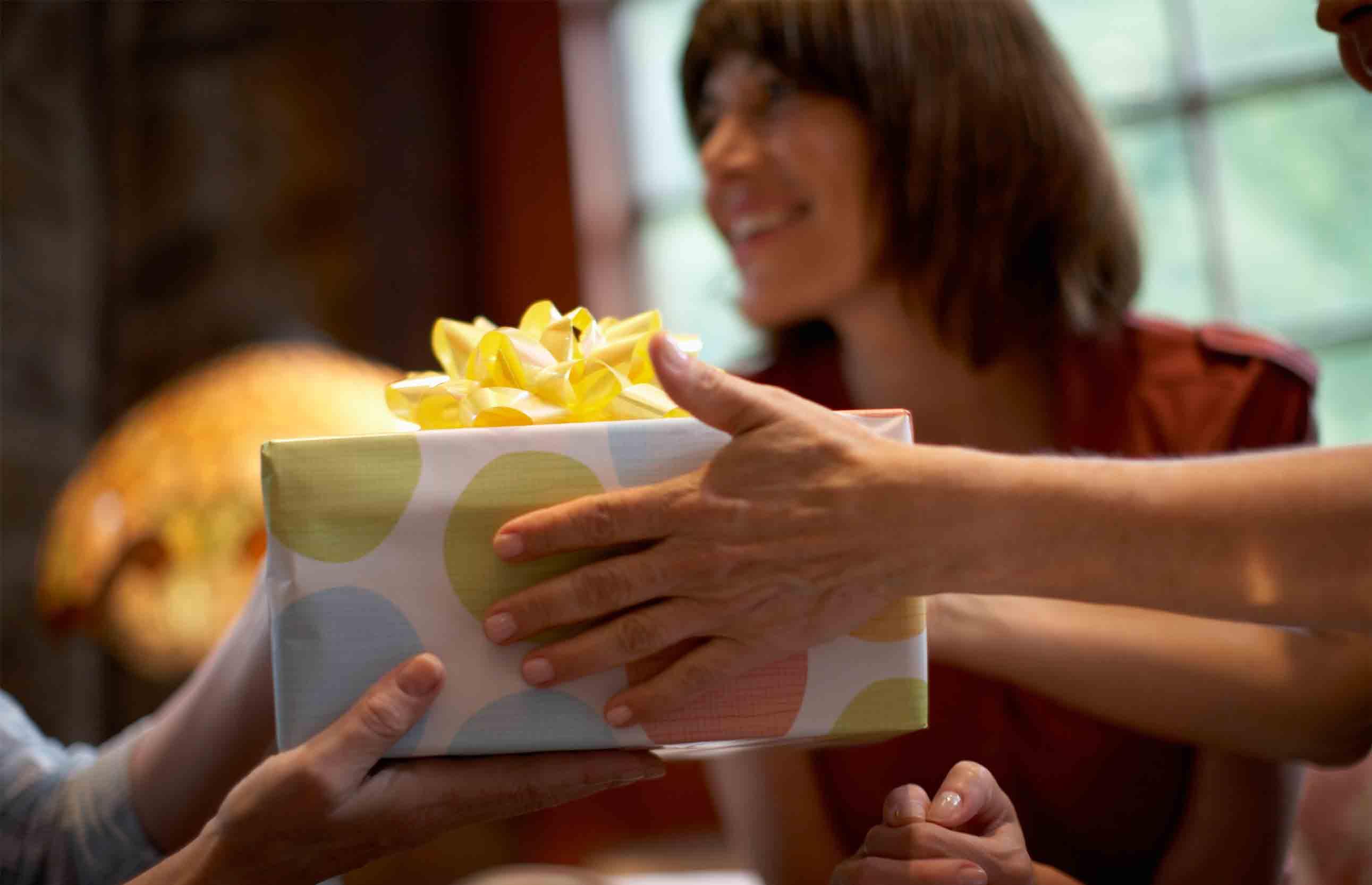 4 etiquette tips for returning a gift credit com