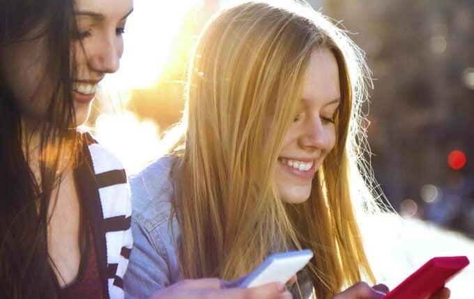 teens_on_phones