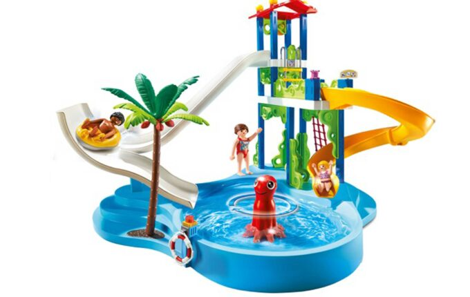 kids-outside-toys-water-park