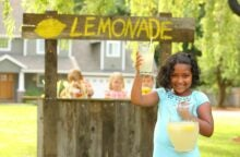 6 Things Kids Can Learn From a Summer Lemonade Stand