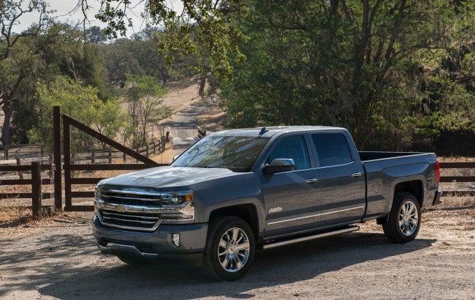 2017-Chevrolet-Silverado-008