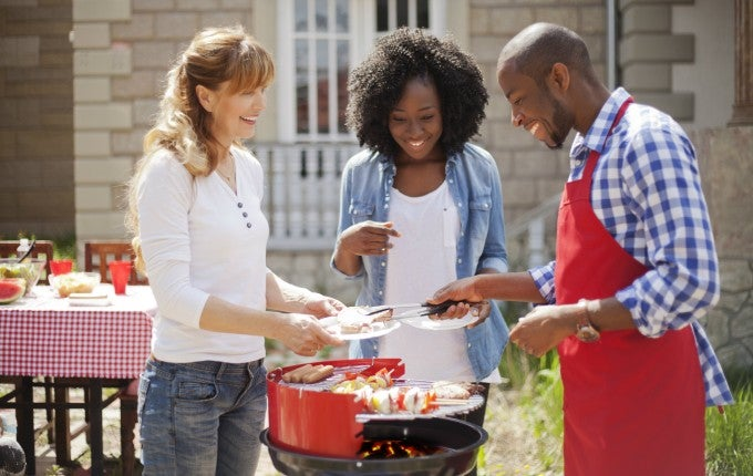 Like parades and fireworks, Independence Day cookouts are a holiday tradition. But hosting one can get costly if you don't watch your budget.