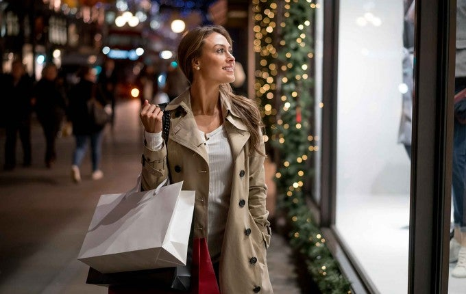 Holiday gifts can be expensive,let these credit cards help you get the best possible deals.