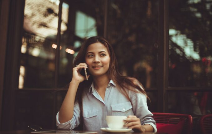 Woman speaking on the phone at a coffee shop