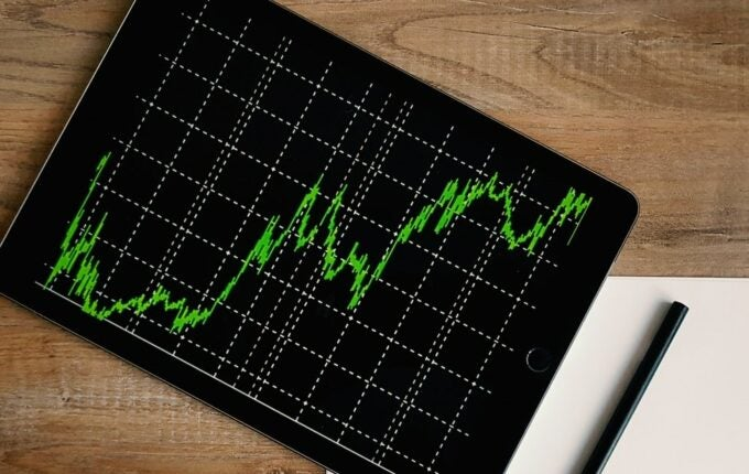A tablet shows the trajectory of a stock.